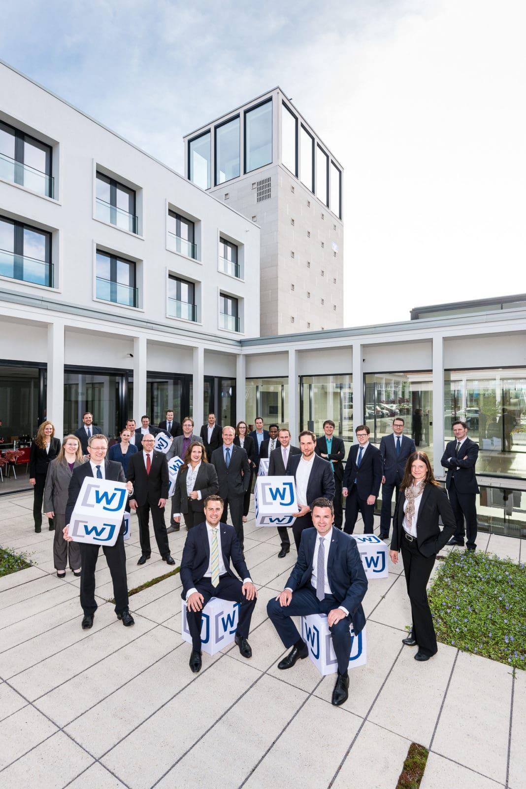 Businessfotografie Gruppenaufnahme der Wirtschaftsjunioren Dortmund für deren aktuelles Magazin