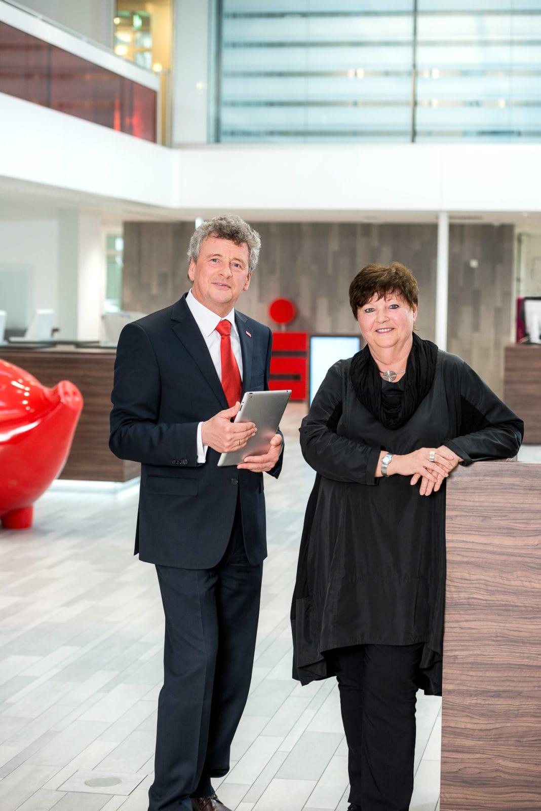 Inszenierte Portraits für den Geschäftsbericht / annual report der Sparkasse Schwerte durch den Fotograf Markus Mielek / Ruhrgebiet