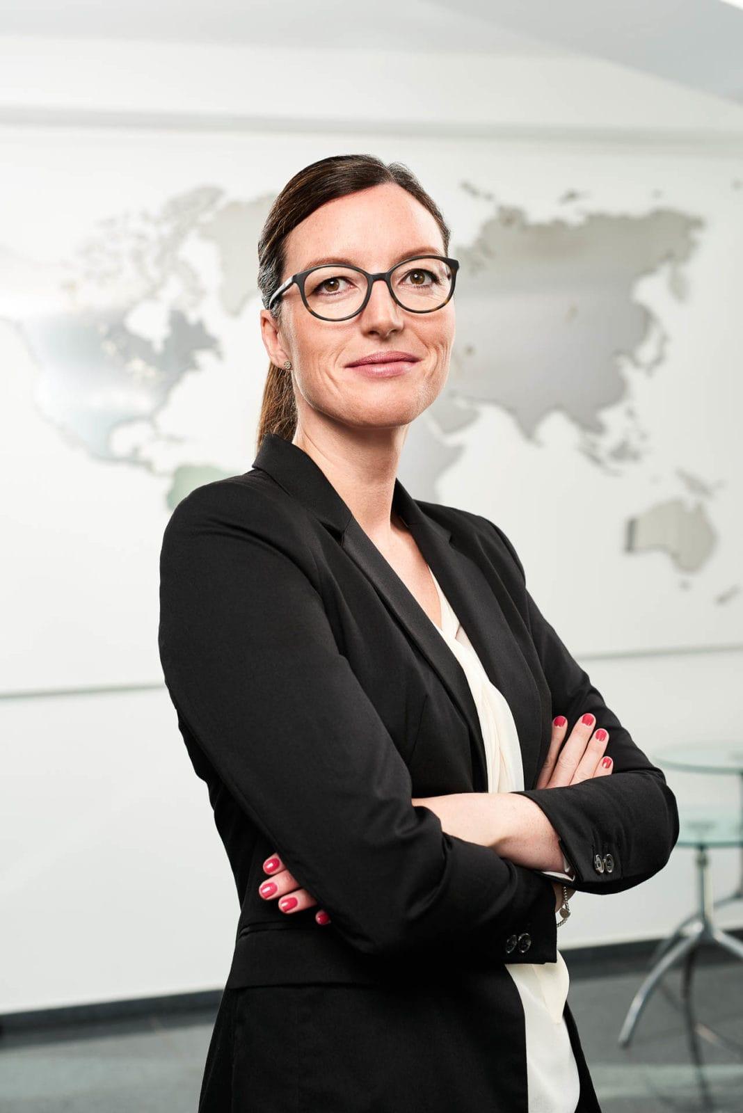 Headshot Corporate Portrait für den Kunden HARPEN IMMOBILIEN in Dortmund inkl. professioneller Freistellung und Postproduction / Retouching