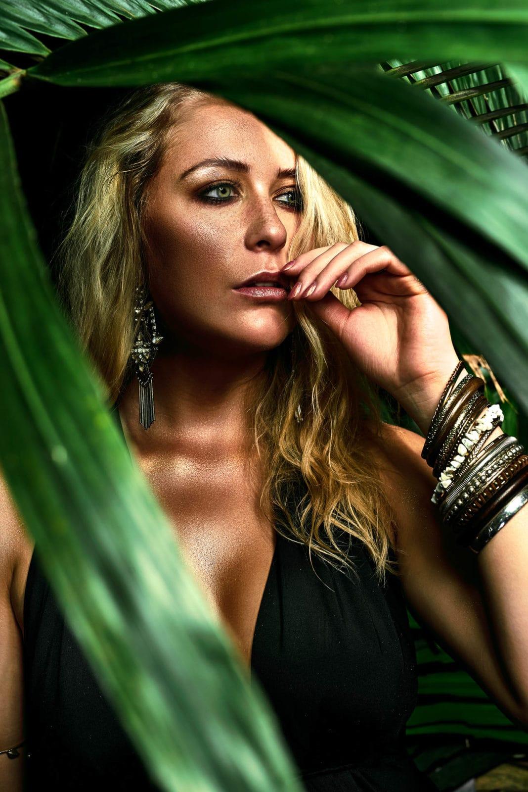 Aufwendige Beauty Photography mit professioneller Postproduction und Beauty Retouching