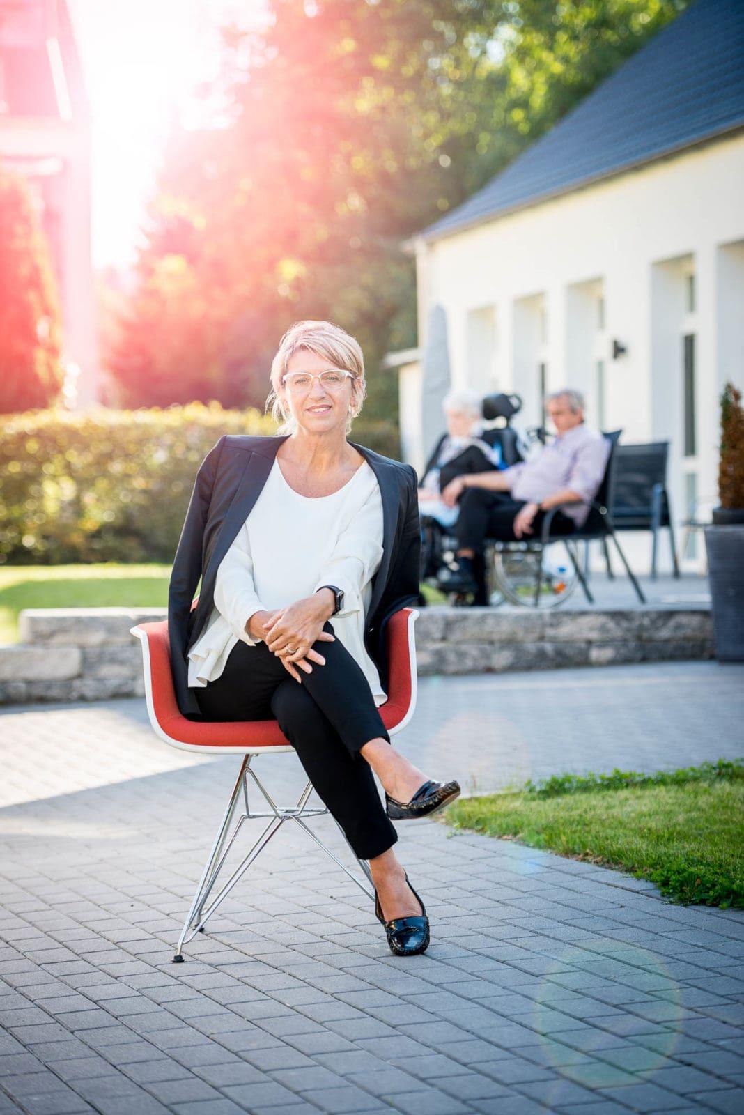 Portrait für Geschäftsbericht - Geschäftsfrau