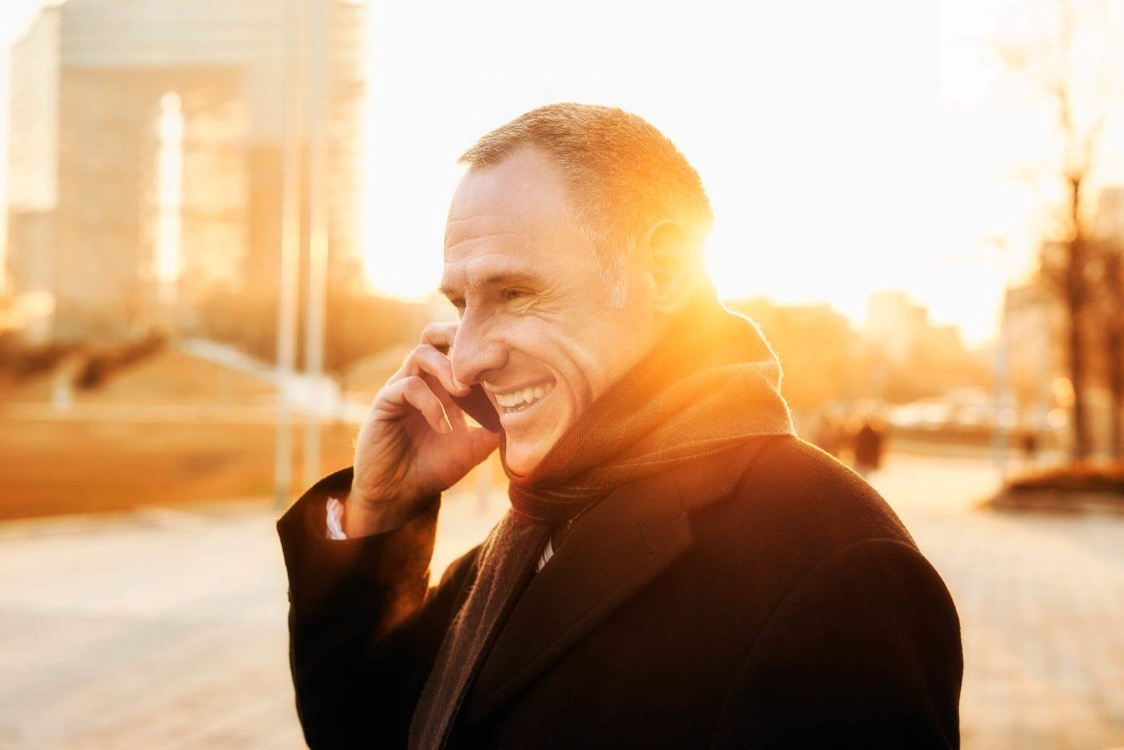 Porträt Mann telefoniert Businessfotograf