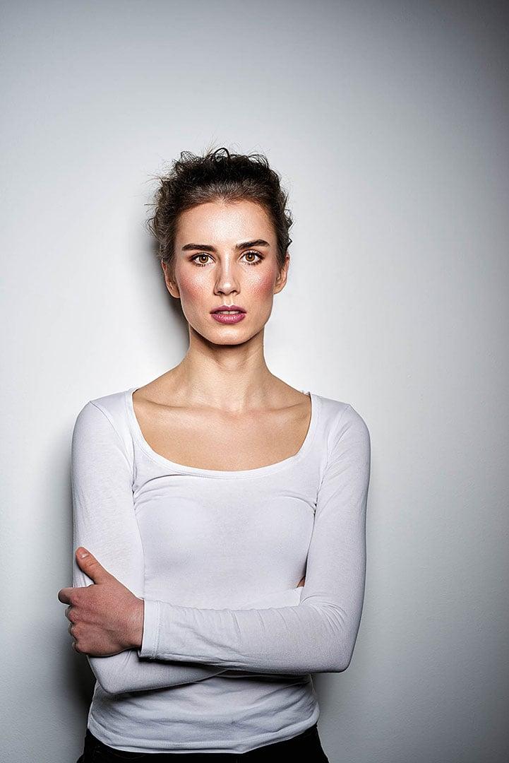 Model mit verschiedenen Emotionen