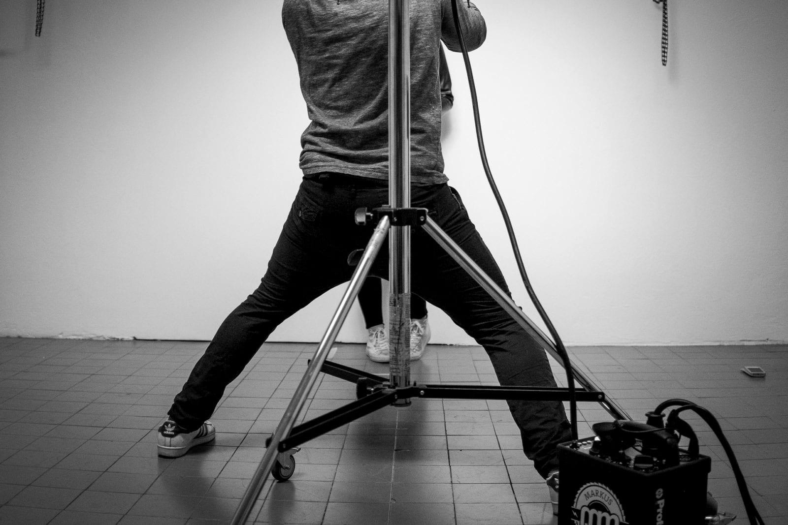 Fotograf Markus Mielek bei seiner Arbeit im Fotostudio in Dortmund