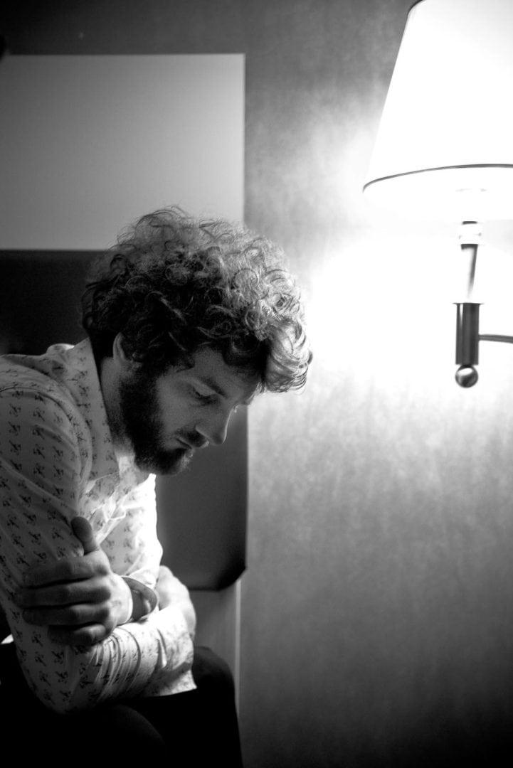 Portrait des Schlagzeugers der Band Muff Potter in einem Dortmunder Hotel - Foto Markus Mielek