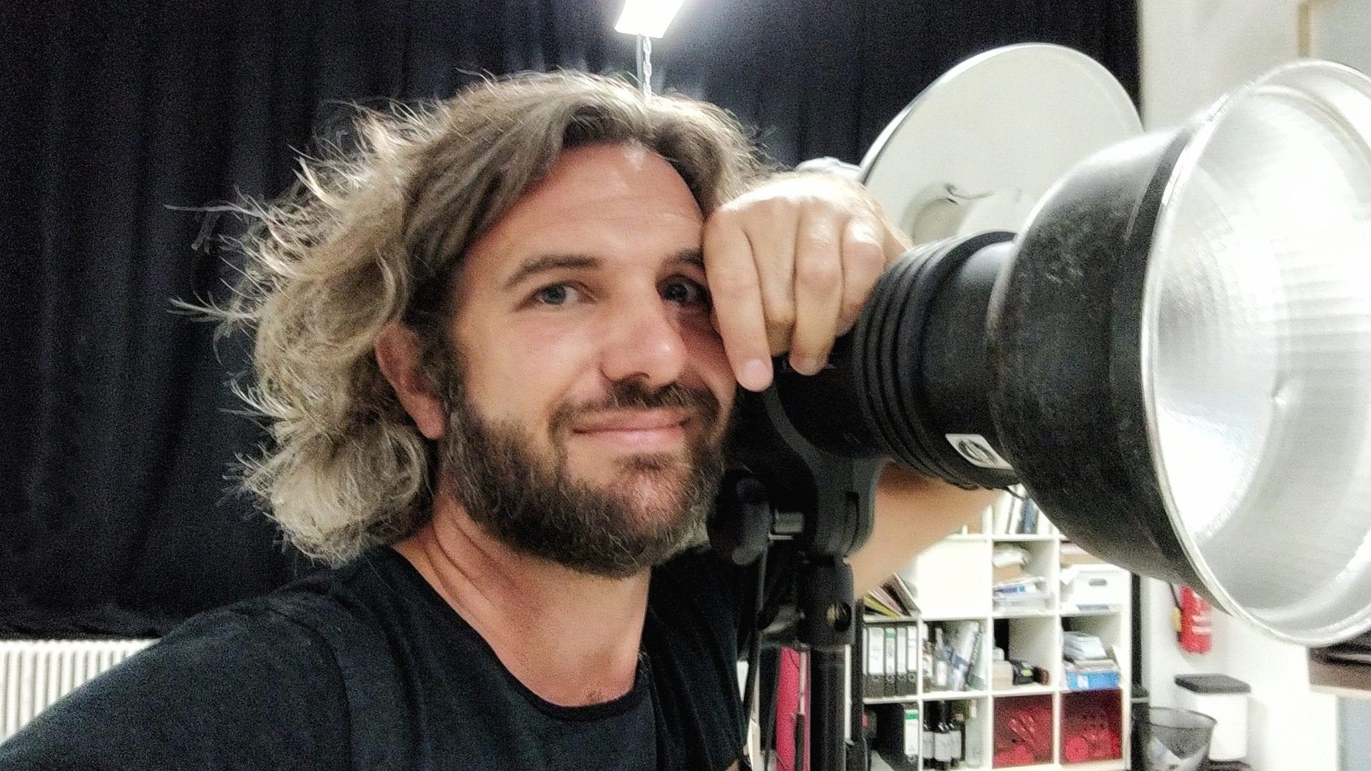 Fotograf Markus Mielek in seinem Fotostudio