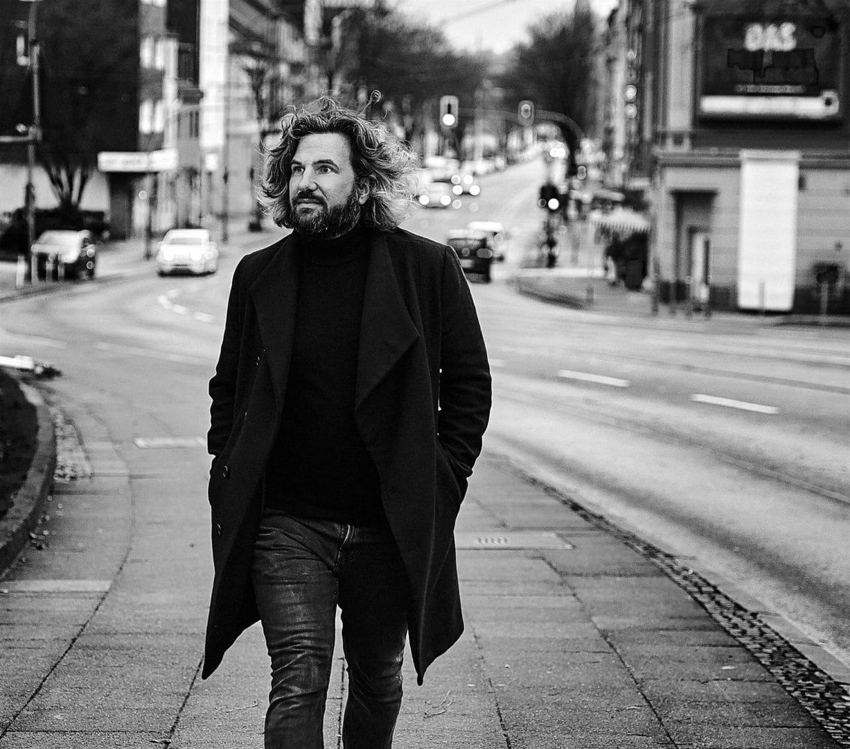 Fotograf Markus Mielek vor seinem Fotostudio in Dortmund / NRW