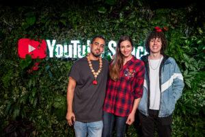 YouTube Stars posieren im YouTube Space in Berlin