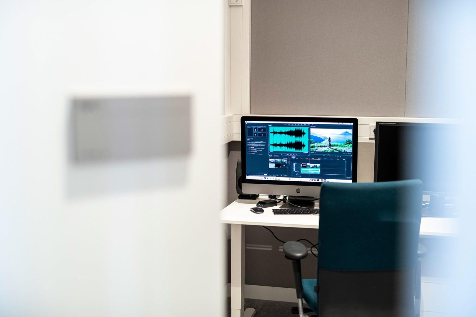 Innenaufnahme Videoschnittplatz