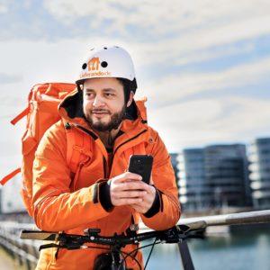 Werbefotografie eines Lieferando Fahrers bei seiner Arbeit in Duisburg