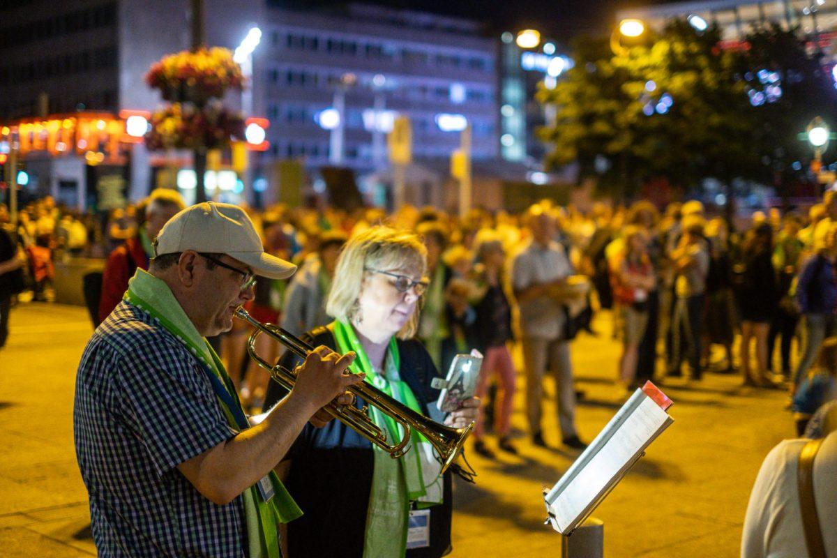 Musiker portraitiert am Dortmunder Hauptbahnhof