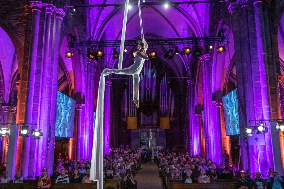 Performance in der Reinoldikirche in Dortmund
