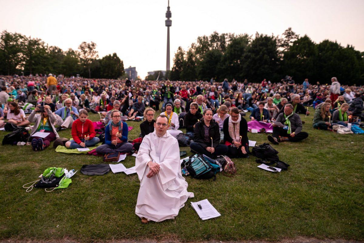 Stimmungsvolle Aufnahme des Kirchentages in Dortmund von Werbefotograf Markus Mielek