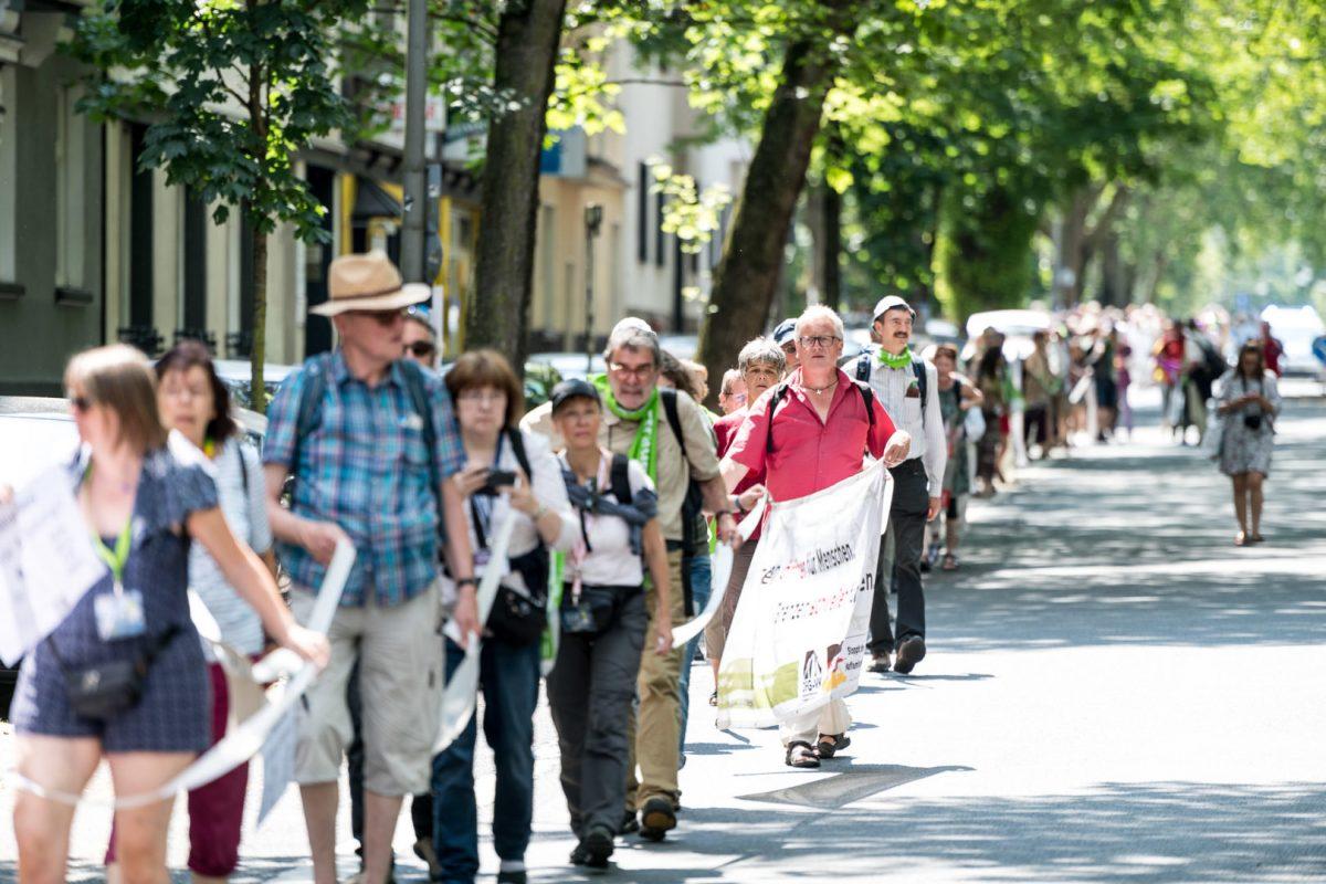 Menschenkette in Dortmund auf dem Kirchentag
