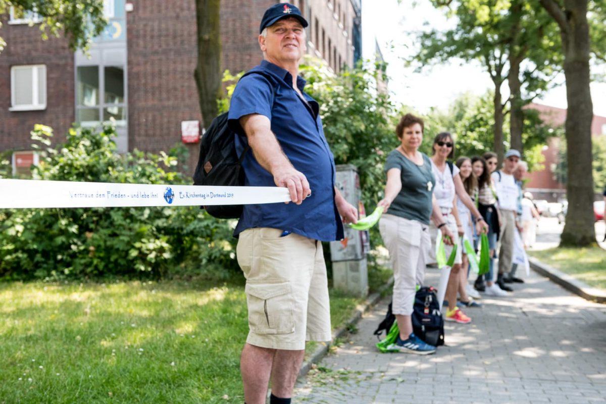 Menschenkette von der Westfalenhalle bis in die Innenstadt Dortmund
