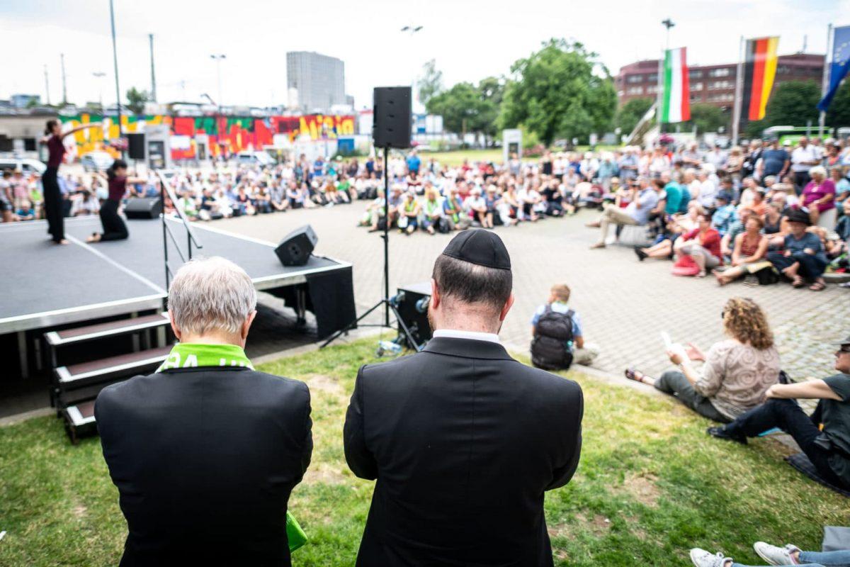 Religionen eröffnen zusammen den Kirchentag