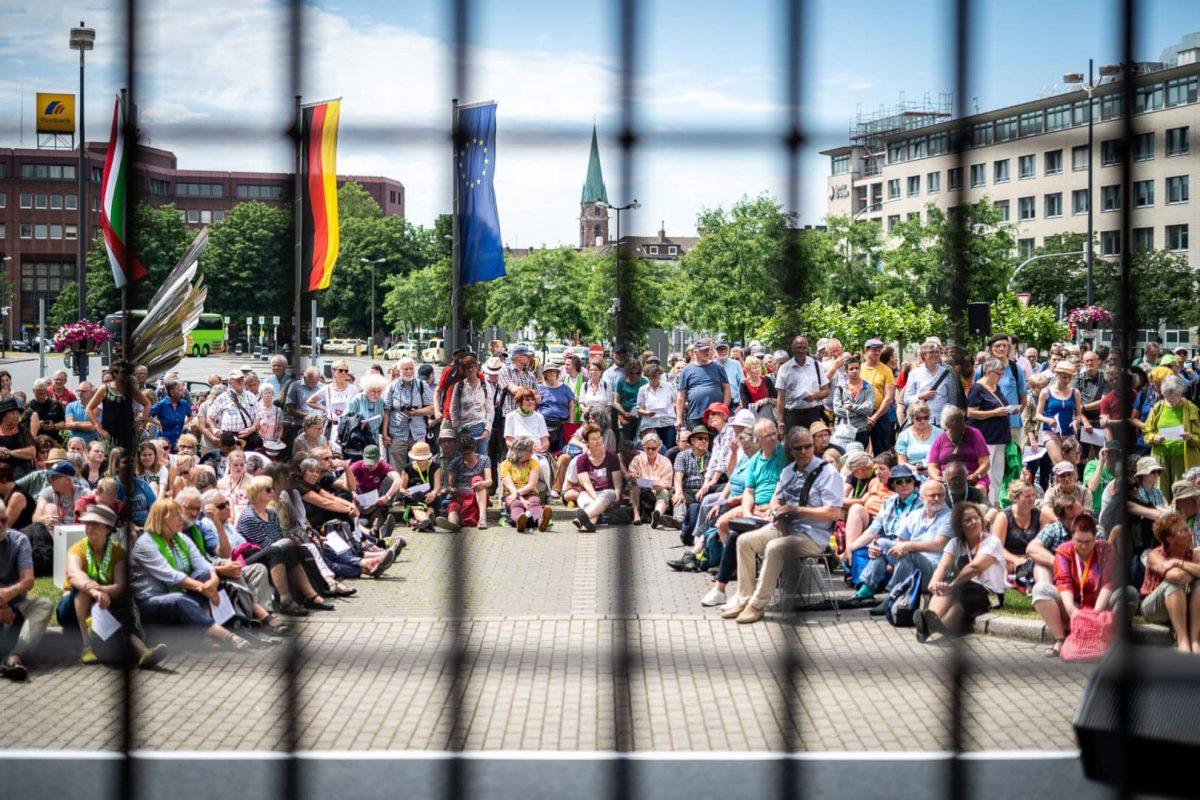 Mahnwache vor der Steinwache in Dortmund neben dem Hauptbahnhof