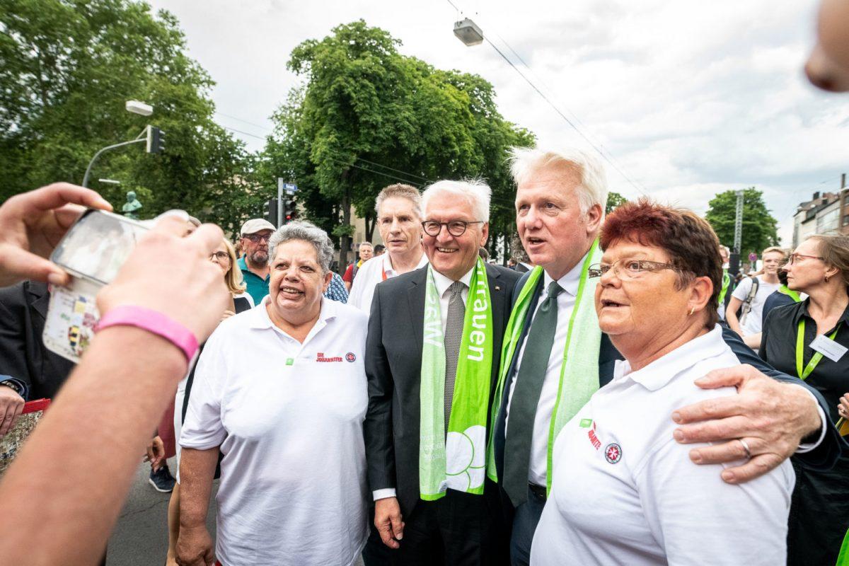 Präsident Steinmeier posiert vor der Kamera mit Bürgermeister Sierau in Dortmund