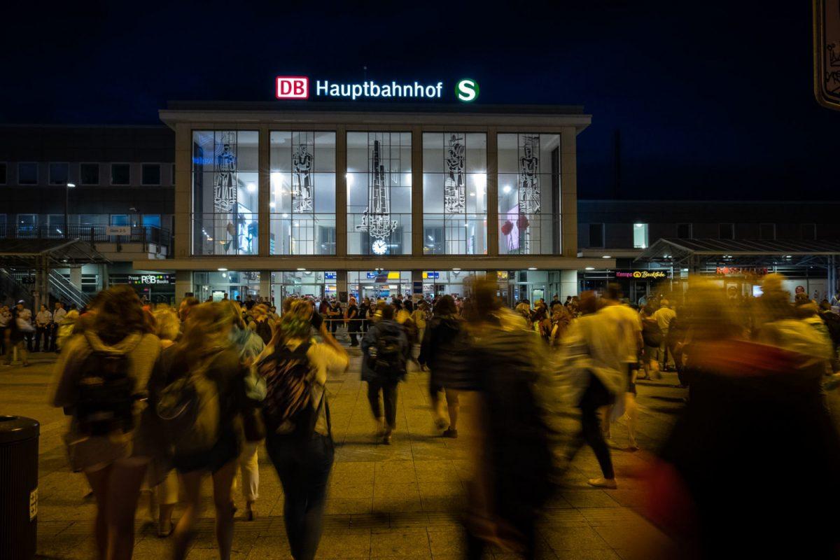 Reisende am Hbf Dortmund